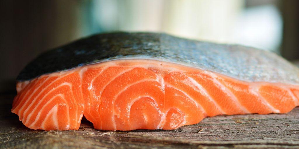 Thực phẩm giàu Canxi Cá Hồi chứa nhiều chất dinh dưỡng