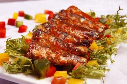 Lý do bạn nên bổ sung món cá mòi kho vào bữa sáng hàng ngày